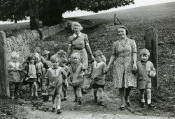 Nursery children on a trip to Gloucestershire during the Second World War