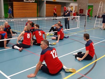 Zitvolleyballers ZVH winnen vijfsetter in Haarlem