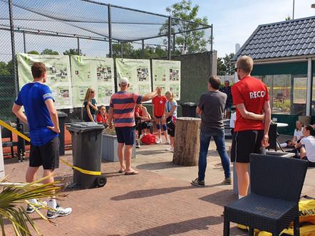 Jeugd ZVH volleybal traint buiten op gravel