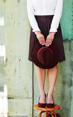 Angelina-bb-hat-hand.webp