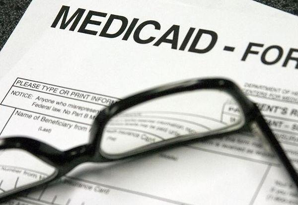 Medicaid+enrollment+with+glasses.jpg