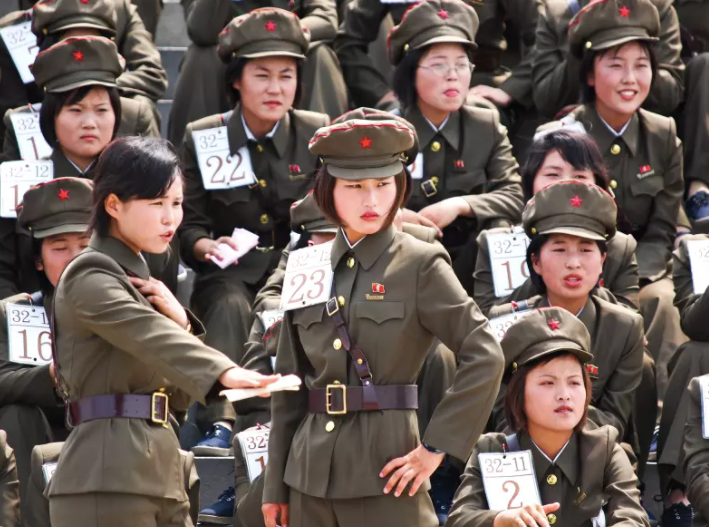 DPRK lady soldiers cookingwiththehamster