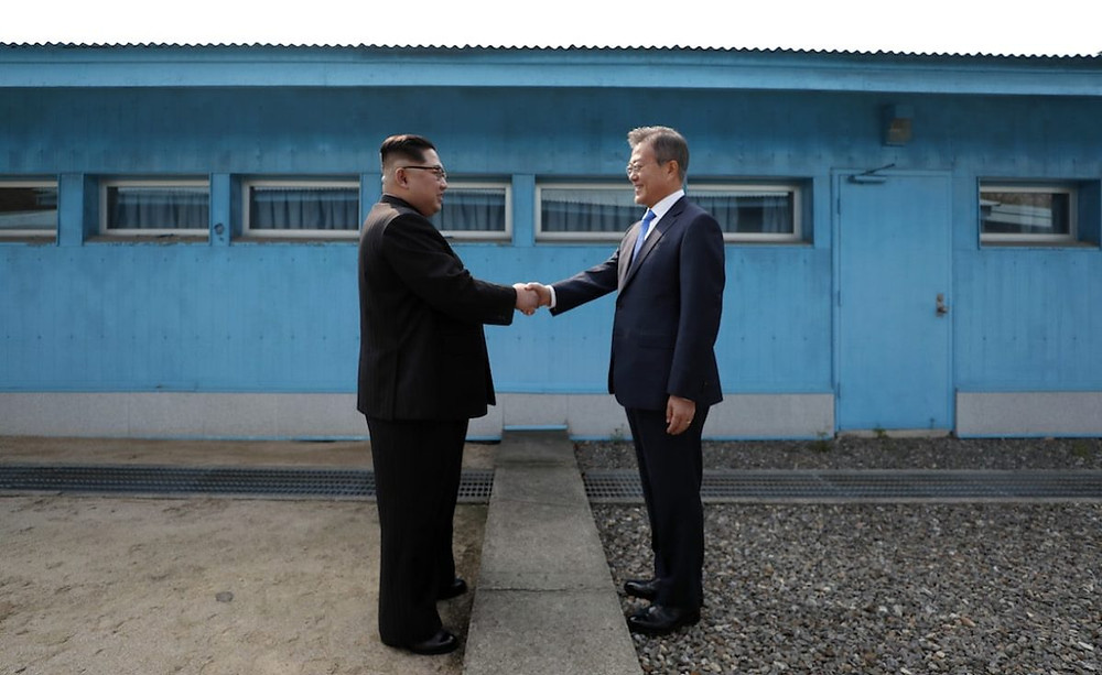 Kim Jung-un with Moon Jae-in cookingwiththehamster