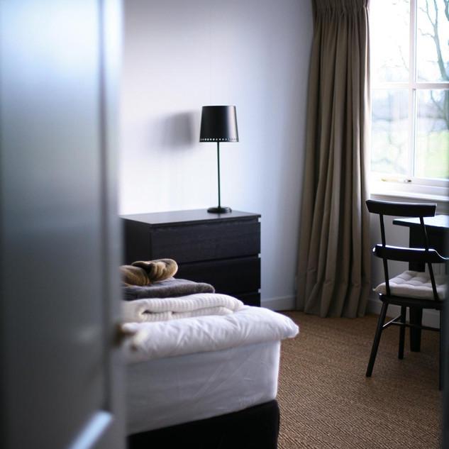 yogabee_retreat_kamers-doorkijk.jpg