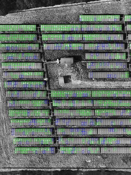 Thermographie d'une centrale photovoltaique et panneaux solaires