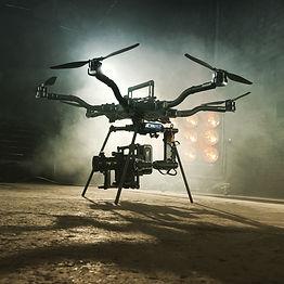 Prise de vue aériene par drone avec deux opérateurs drone et caméra