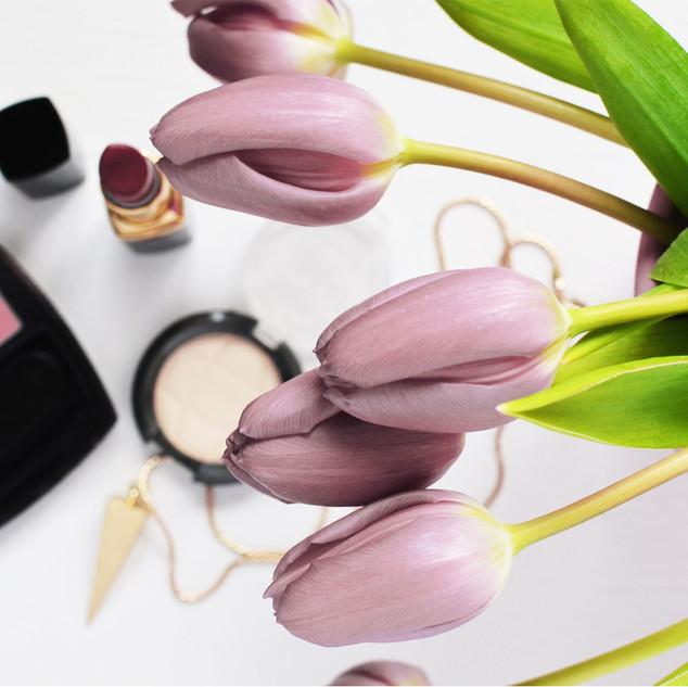 Makeup und Tulpen