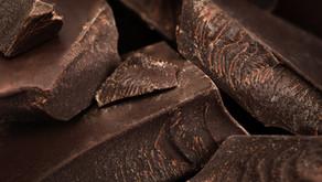 El chocolate ayuda a mejorar el rendimiento cognitivo.