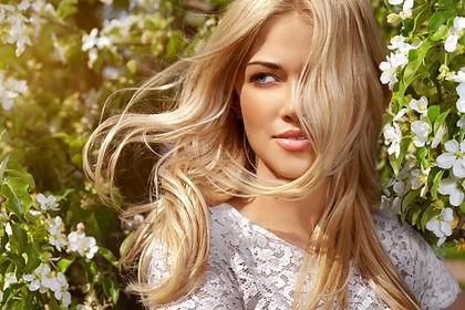 Schönes blondes Modell