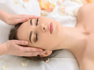 Comment régénérer la peau de votre visage grâce aux huiles essentielles ?
