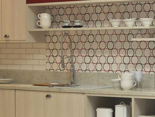 Transforme a sua cozinha: saiba como usar papéis de parede para inovar o ambiente