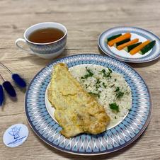 Рис з рибою, овочевими паличками та узвар