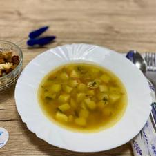 Гороховий суп із сухариками