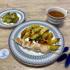 Картопля по-селянськи із курячим шашличком, салат із солоного огірка та зелені, узвар