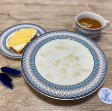 Суп молочний з макаронами, тост з маслом та сиром, чай з лимоном