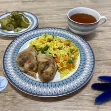 Різотто із курячим стегном, салат з огірків та узвар
