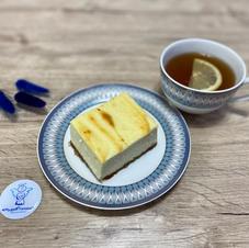 Чізкейк та чай з лимоном