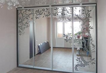 Дверь-купе с пескоструйным рисунком, пескоструйный рисунок на зеркале, зеркальный рисунок на матовом фоне