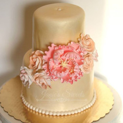 I just love spring weddings 👰 and these _caljava flowers are to die for 😍__#cakeideas #buttercream