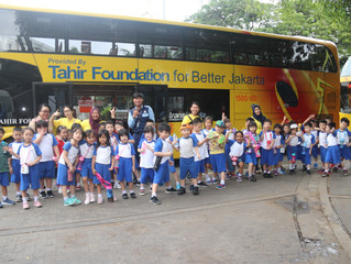 Siswa ECP Naik Bus Tingkat