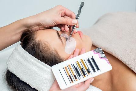 eyelash-extension-procedure_edited.jpg
