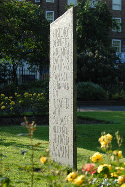memorial to WW2 bombing victims
