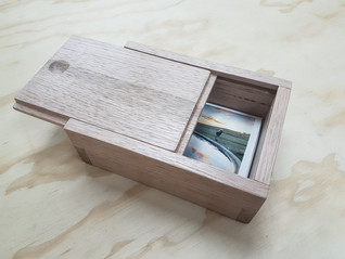 """Gift box for 6"""" x 4"""" photographs. Wax finish."""