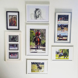 A great way to showcase your family photos with a cluster wall. Happy Friday! _Need it on a wall_ Gi