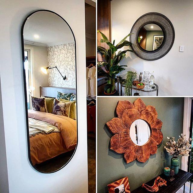 Mirrors, mirrors and more mirrors! Hangi
