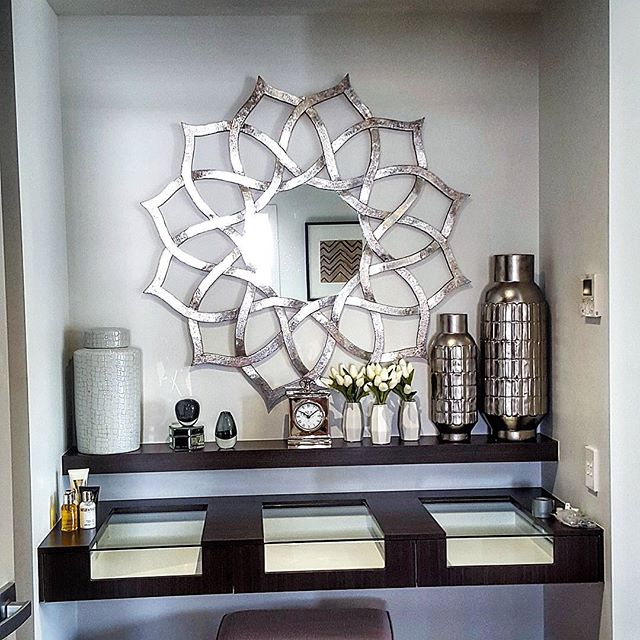 This beautiful mirror and arrangement was masterfully put together by the wonderful people _stylemas