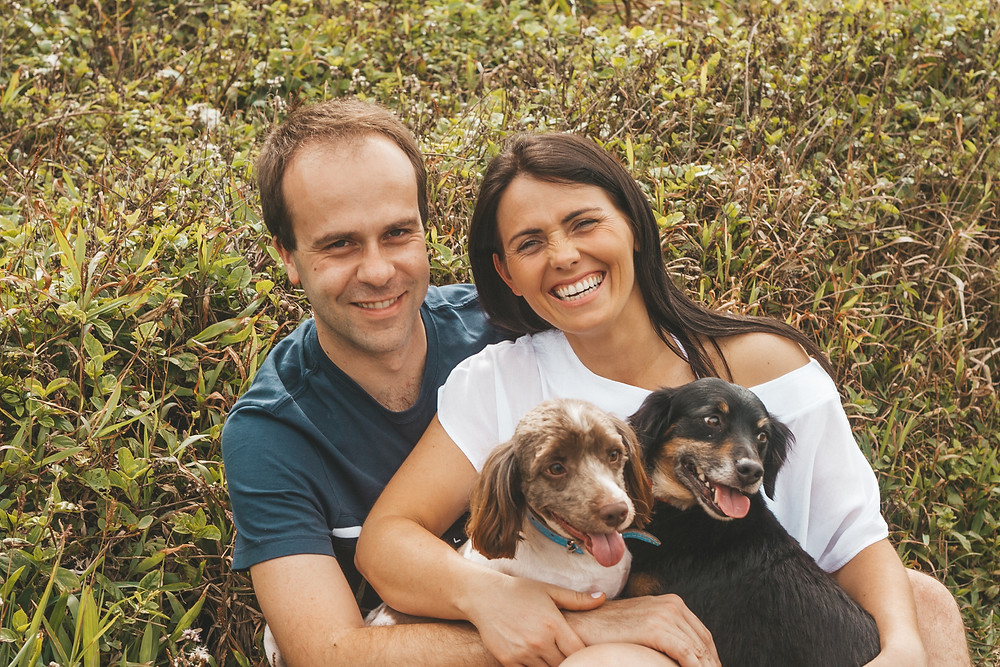 ensaio fotografico com pets, ensaio casal com cachorros, ensaio externo, cook mella fotografia