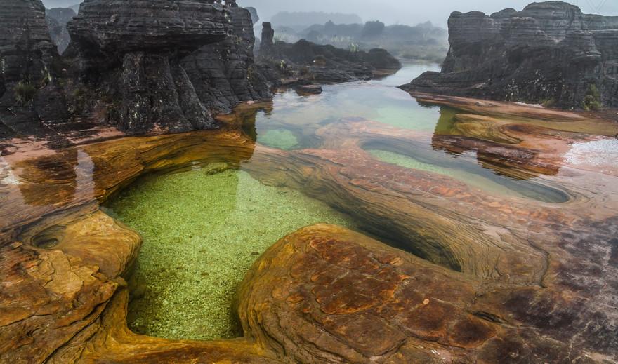Jacuzzis-of-Mount-Roraima