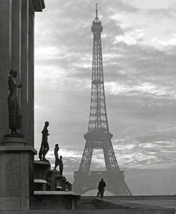 PAris eiffel 1952.jpg