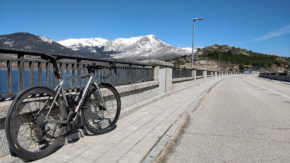Sierra de Guadarrama, Madrid, pro cycling terrain, La Bola del Mundo, special category climb, HC climbs, La Vuelta, road cycling camps, luxury cycling holidays in Spain, guided tours, www.ridingspain.com