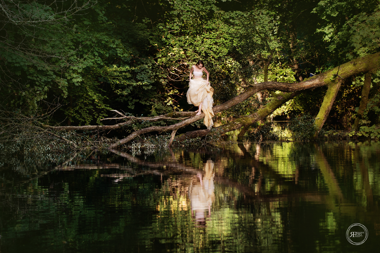renaticefoto woman on tree