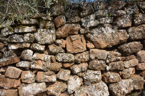 muro piedra Colungo