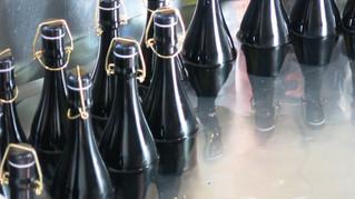 「純米大吟醸 DAITO」の「瓶燗」作業です