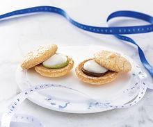名古屋ふらんす 和菓子の代表格「おもち」を フランス生まれのおしゃれな焼菓子「ガトー」でサンドした 軽い食感と、本格的な美味しさが 「名古屋ならでは」