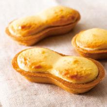 フランスタルト フランスタルトは、コクのある名古屋コーチンの卵を使って炊きあげたカスタードに、2種類のフランス産クリームチーズを織りまぜた贅沢な味わい。