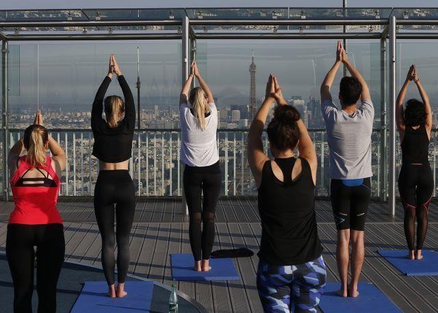 Cours de Yoga en haut de la tour