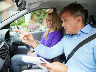 5 REASONS TO CHOOSE A DRIVING INSTRUCTOR