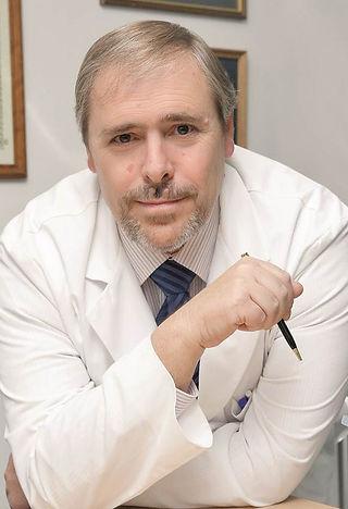 Dr. Julio Lafuente, cirujano plástico