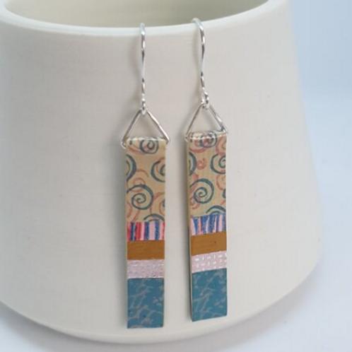 Circle & Dash long slim earrings beige and aqua