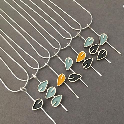 Stem leaf pendant necklace with leaves