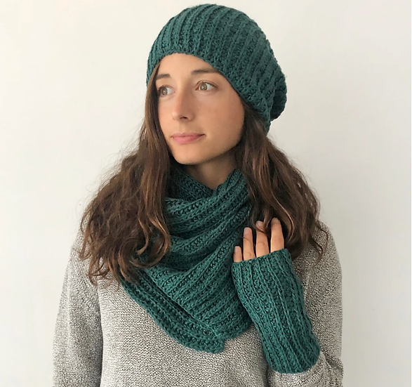 Aura que Takuro vegan banana yarn triangle wrap scarf