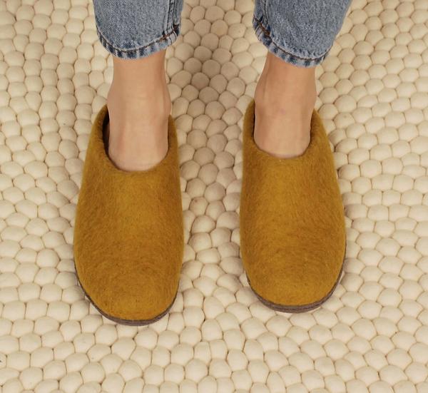 Aura Que Mita felt slippers in mustard yellow