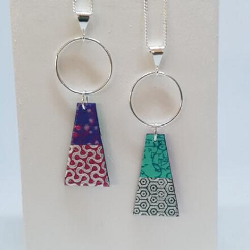 Circle & Dash trapeze reversible necklace - purple & green