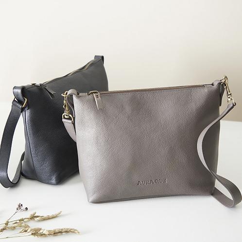 Aura Que Atilo leather handbag