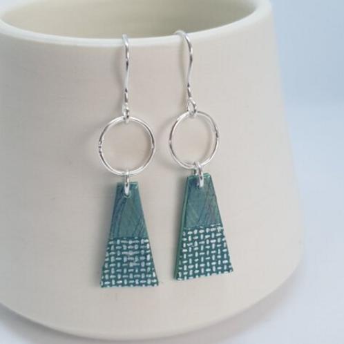 Circle & Dash trapeze earrings in greenish grey
