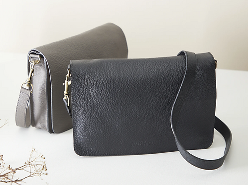 Aura Que Bina classic leather clutch with detachable strap